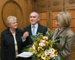 Rudi Lerche mit seiner Frau Margit und Oberbürgermeisterin Beate Weber